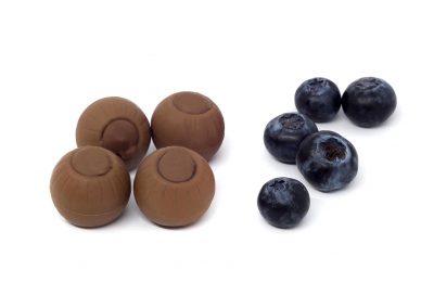 Bombón de chocolate con leche y arándanos
