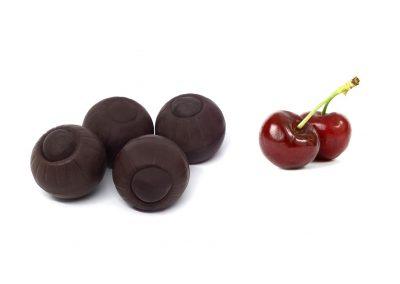 Bombón de chocolate negro y cereza